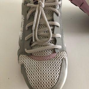 Sketcher ups LIV shoes size 8.5